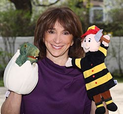 lauriewith2puppets